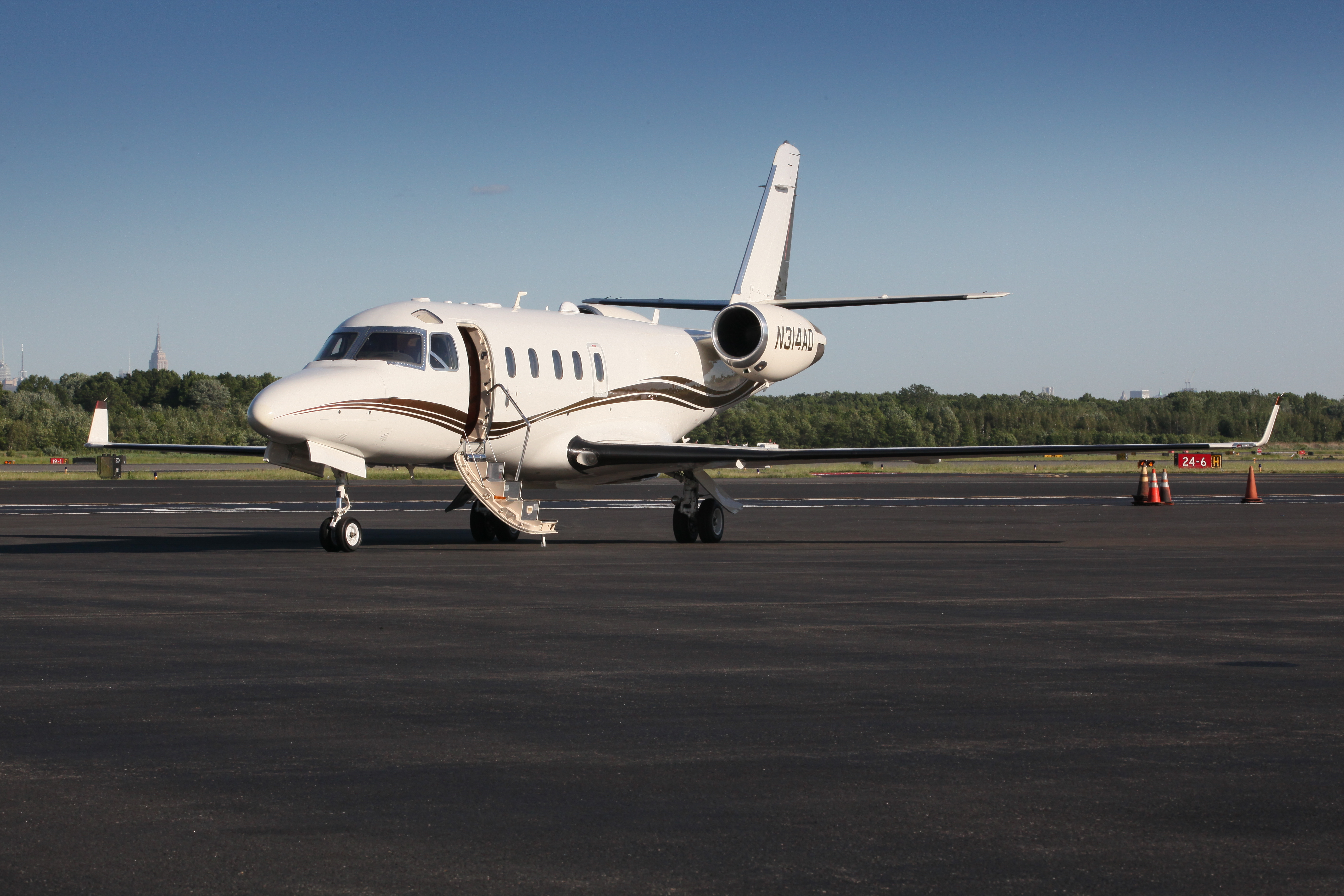 Gulfstream100 private plane rentail, Charter a Gulfstream 100