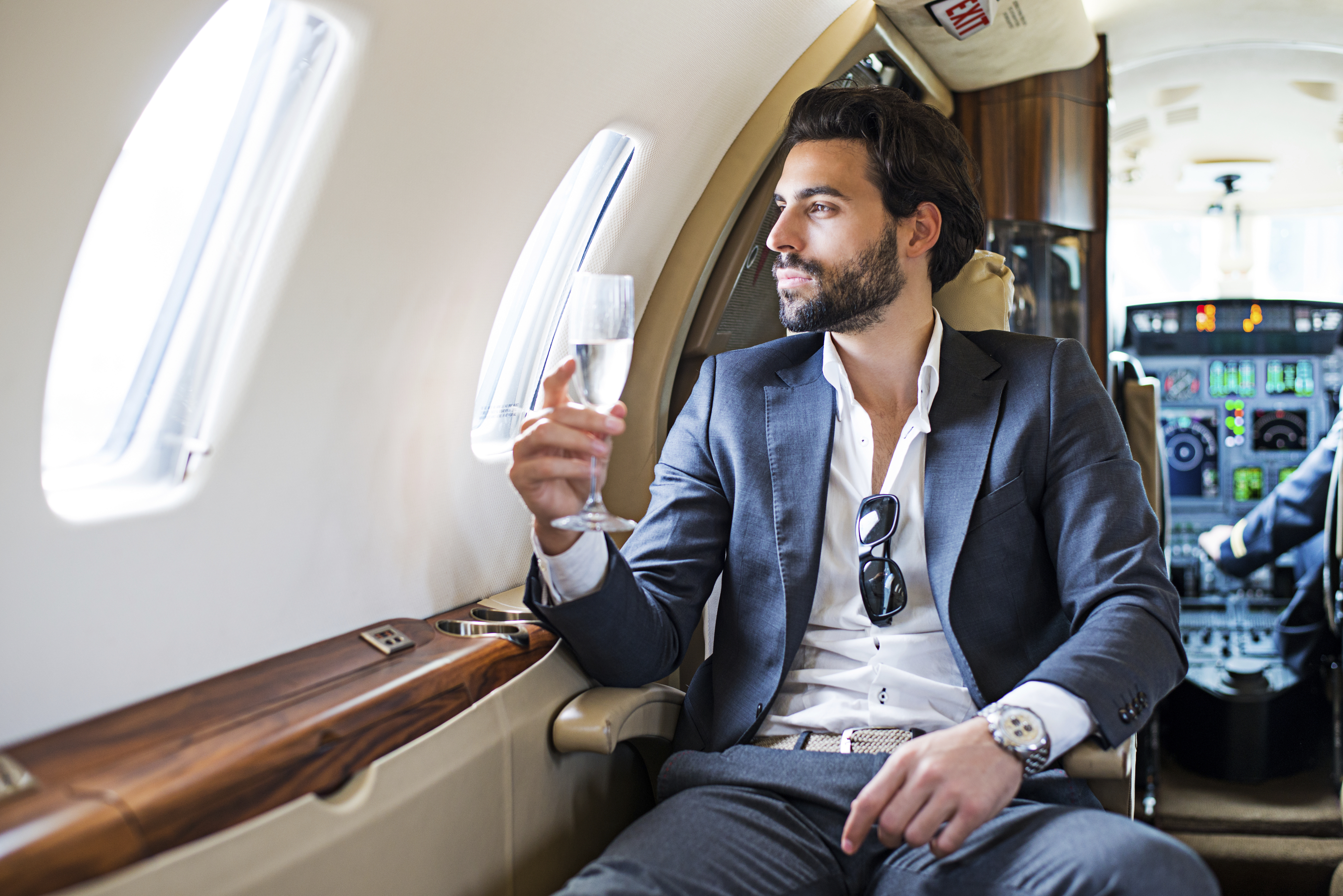 what does it cost to charter a private jet